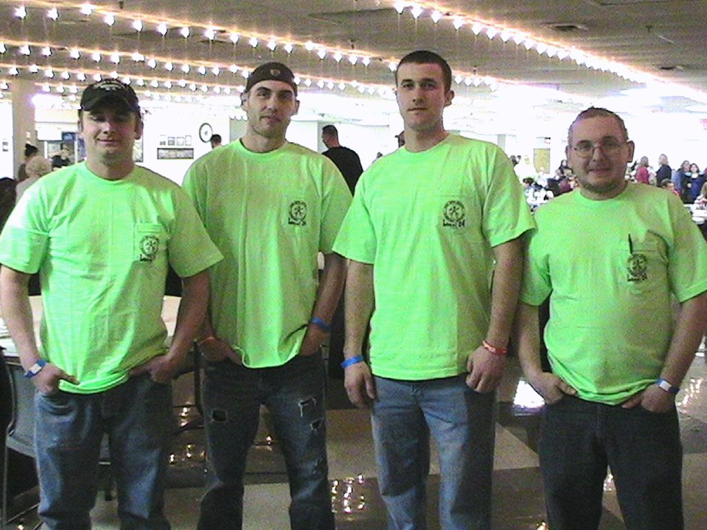 Four Apprentices Take Initiative Throw Fish Fry To Pave